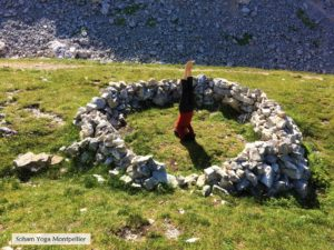 posture de Yoga en Nature Sirsasana